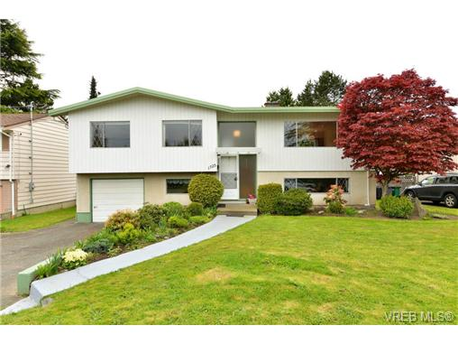 Main Photo: 1725 Garnet Road in VICTORIA: SE Mt Tolmie Single Family Detached for sale (Saanich East)  : MLS® # 363513