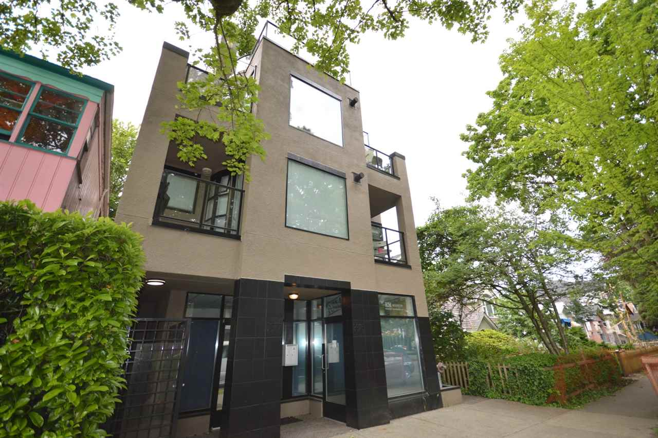 "Main Photo: 102 3673 W 11TH Avenue in Vancouver: Kitsilano Condo for sale in ""ALMA COURT"" (Vancouver West)  : MLS®# R2063320"