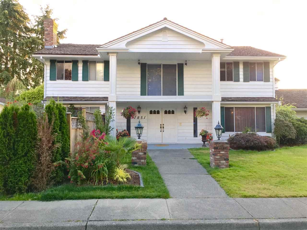 Main Photo: 7851 WATERTON Drive in Richmond: Broadmoor House for sale : MLS(r) # R2097641