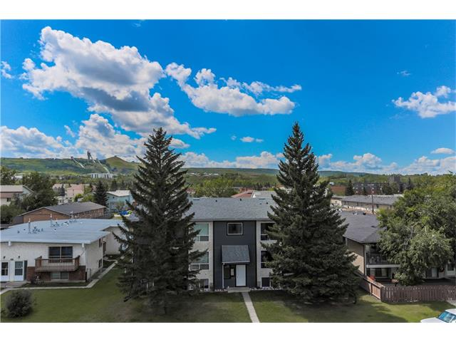 Photo 2: 4510 73 Street NW in Calgary: Bowness House for sale : MLS® # C4079491