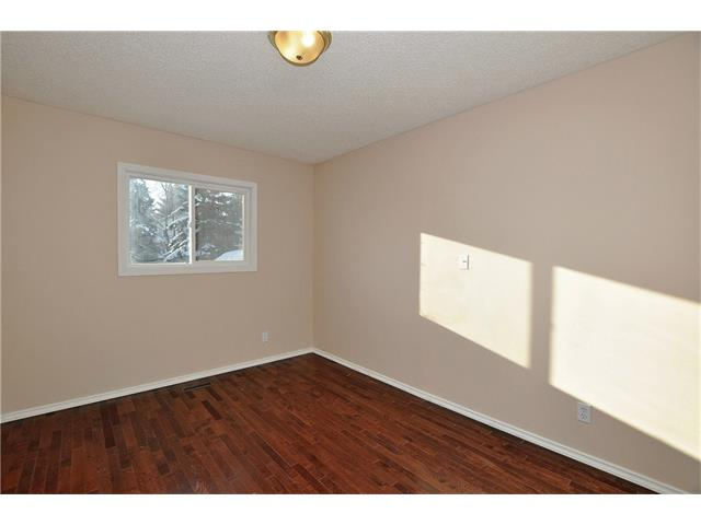 Photo 4: 76 MIDRIDGE Bay SE in Calgary: Midnapore House for sale : MLS(r) # C4094189