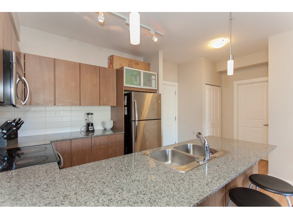 "Photo 10: 322 9655 KING GEORGE Boulevard in Surrey: Whalley Condo for sale in ""GRUV"" (North Surrey)  : MLS(r) # R2134761"