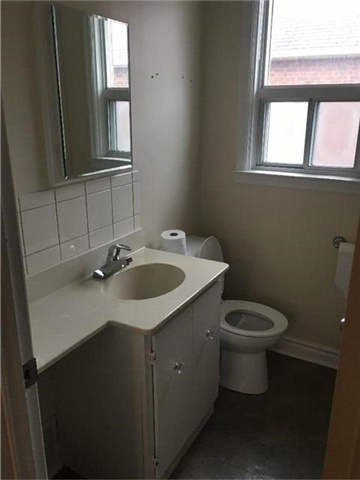 Photo 5: 27 Edgecroft Road in Toronto: Stonegate-Queensway House (Bungalow) for lease (Toronto W07)  : MLS(r) # W3733128