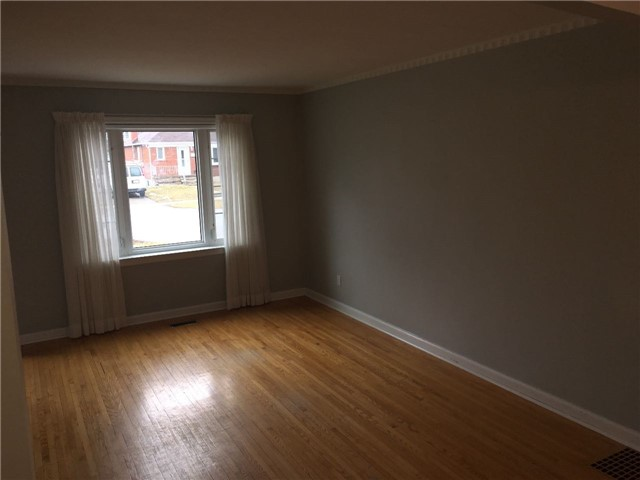Photo 4: 27 Edgecroft Road in Toronto: Stonegate-Queensway House (Bungalow) for lease (Toronto W07)  : MLS(r) # W3733128