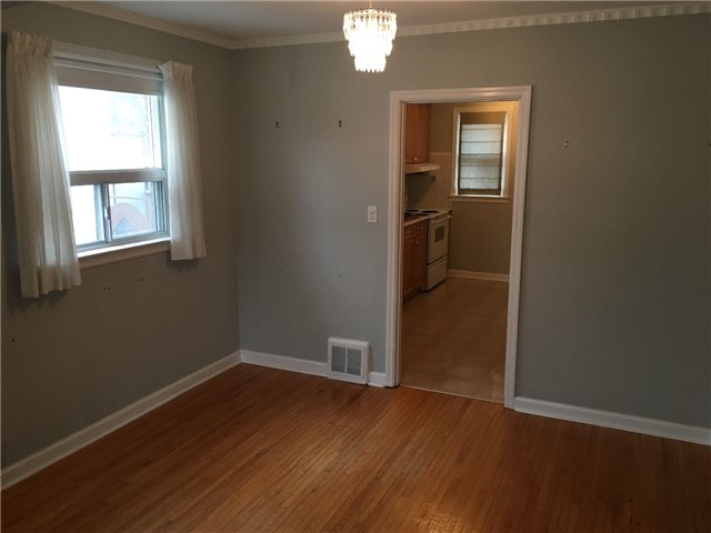Photo 3: 27 Edgecroft Road in Toronto: Stonegate-Queensway House (Bungalow) for lease (Toronto W07)  : MLS(r) # W3733128