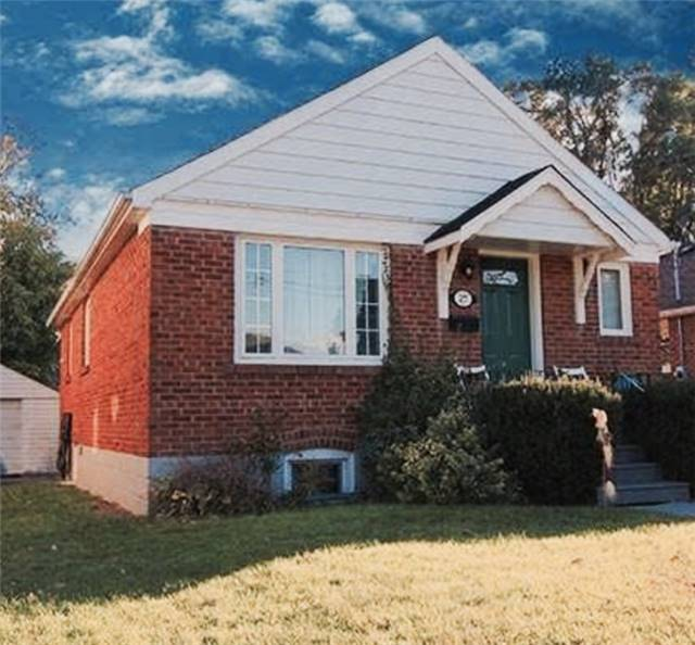 Main Photo: 27 Edgecroft Road in Toronto: Stonegate-Queensway House (Bungalow) for lease (Toronto W07)  : MLS(r) # W3733128