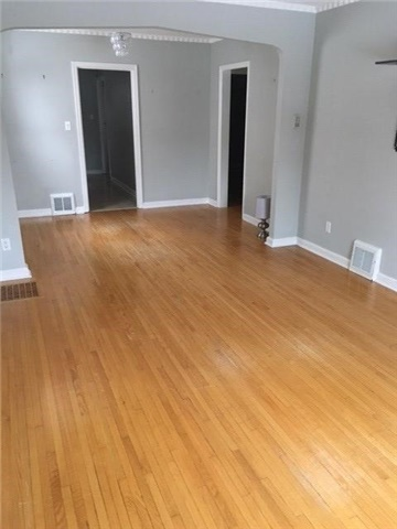 Photo 2: 27 Edgecroft Road in Toronto: Stonegate-Queensway House (Bungalow) for lease (Toronto W07)  : MLS(r) # W3733128