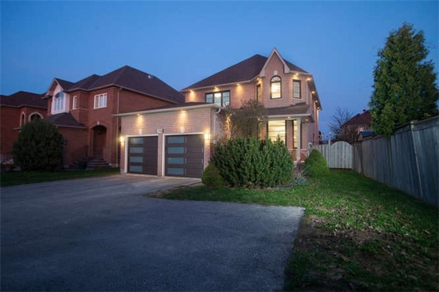 Main Photo: 398 E Bristol Road in Mississauga: Hurontario House (2-Storey) for sale : MLS(r) # W3778991
