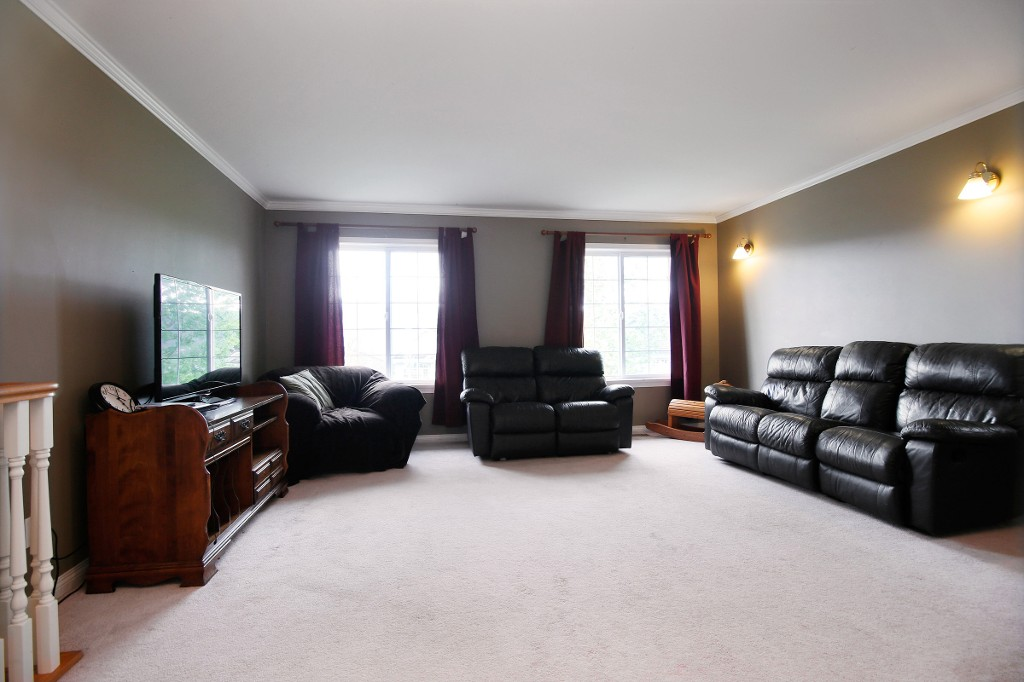 Photo 2: 36311 COUNTRY Place in Abbotsford: Abbotsford East House for sale : MLS(r) # R2163435
