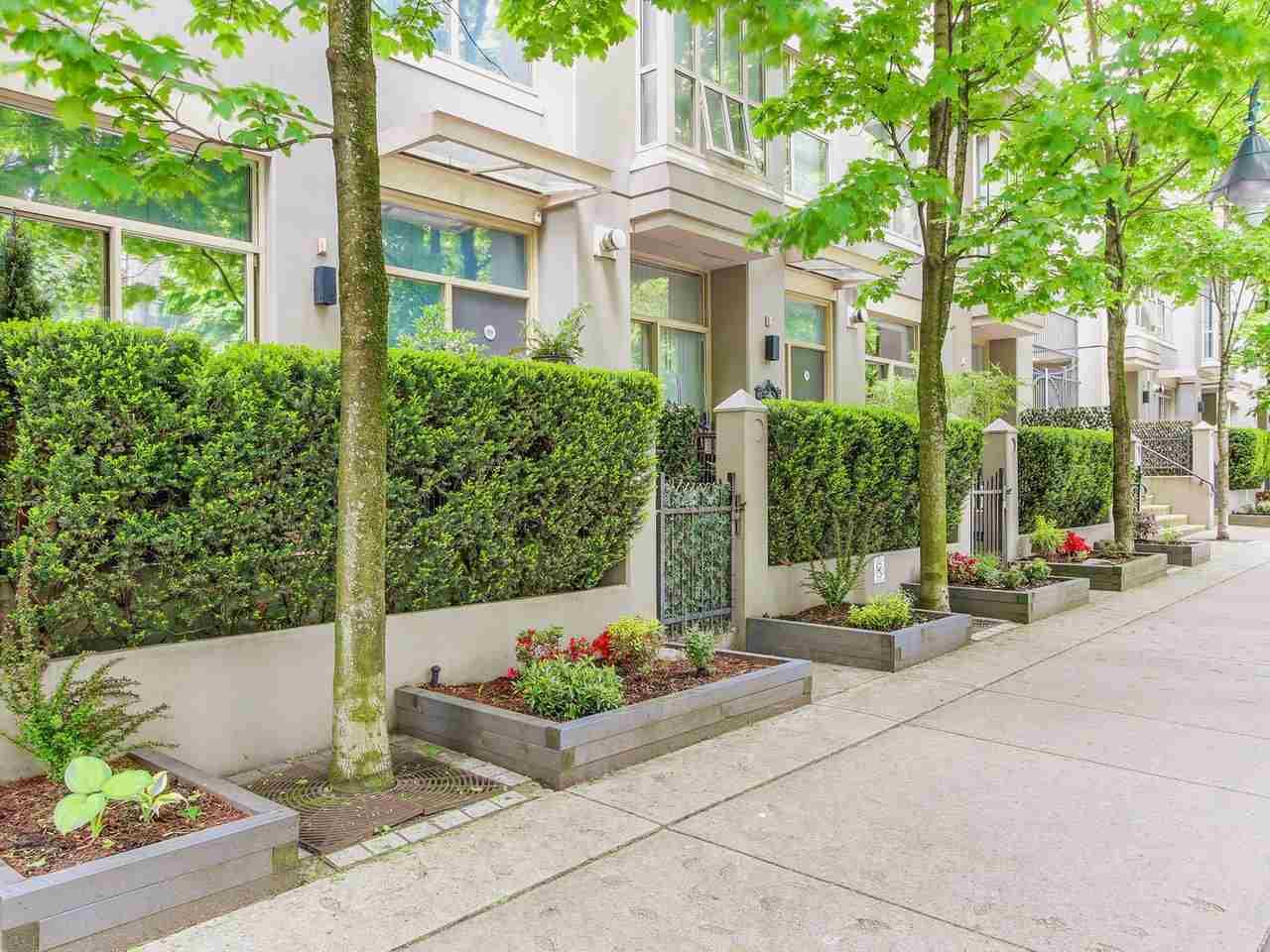 "Photo 1: 985 RICHARDS Street in Vancouver: Downtown VW Townhouse for sale in ""Mondrian"" (Vancouver West)  : MLS(r) # R2169076"