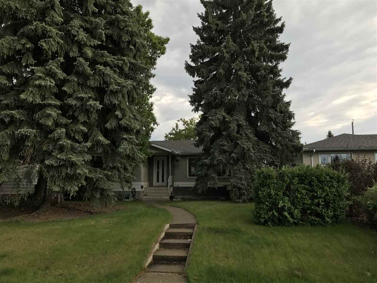 Main Photo:  in Edmonton: Zone 18 House for sale : MLS(r) # E4067207