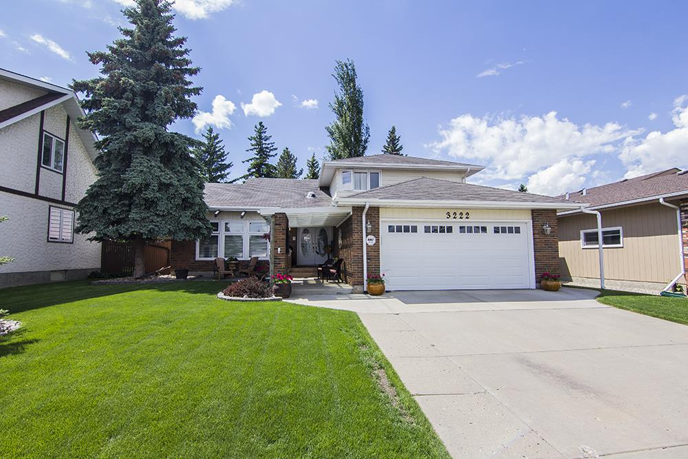 Main Photo: 3222 112A Street in Edmonton: Zone 16 House for sale : MLS(r) # E4067828