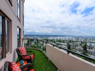 "Main Photo: 1803 612 FIFTH Avenue in New Westminster: Uptown NW Condo for sale in ""THE FIFTH AVENUE"" : MLS® # R2184354"