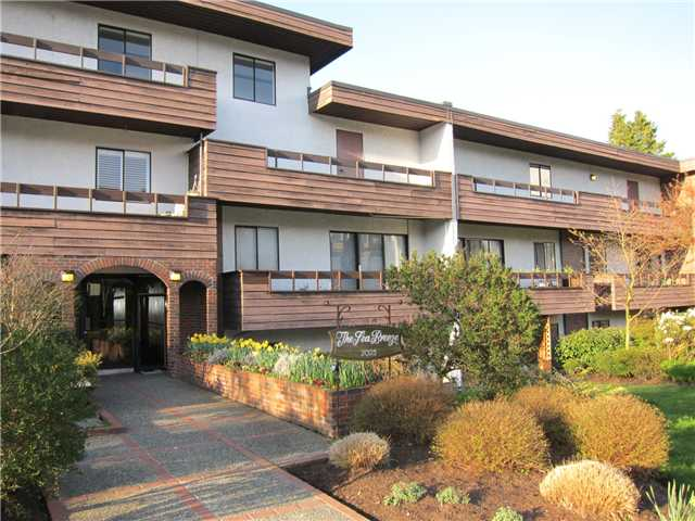 "Main Photo: 308 2025 W 2ND Avenue in Vancouver: Kitsilano Condo for sale in ""SEABREEZE"" (Vancouver West)  : MLS®# V881993"