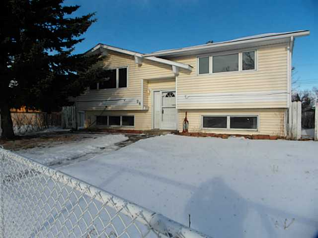 Main Photo: 28 PENWORTH Green SE in CALGARY: Penbrooke Residential Detached Single Family for sale (Calgary)  : MLS(r) # C3596056