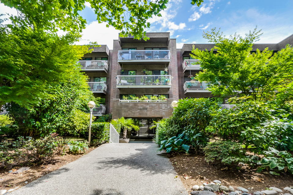 "Main Photo: 419 1655 NELSON Street in Vancouver: West End VW Condo for sale in ""Hempstead Manor"" (Vancouver West)  : MLS® # V1135578"