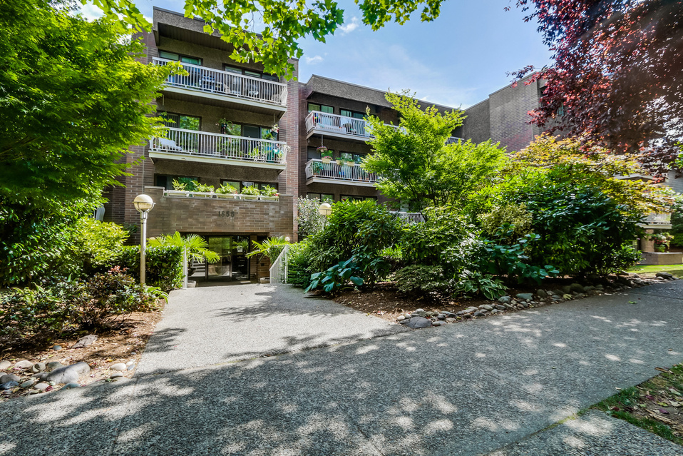 "Photo 2: 419 1655 NELSON Street in Vancouver: West End VW Condo for sale in ""Hempstead Manor"" (Vancouver West)  : MLS® # V1135578"