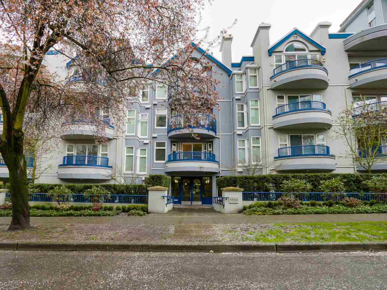 Main Photo: 203 1924 COMOX Street in Vancouver: West End VW Condo for sale (Vancouver West)  : MLS®# R2043549