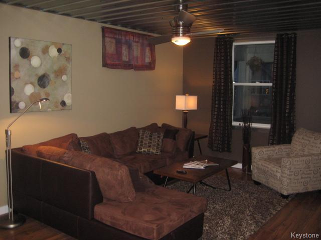 Photo 3: 66 Noble Avenue in Winnipeg: East Kildonan Residential for sale (North East Winnipeg)  : MLS(r) # 1606390