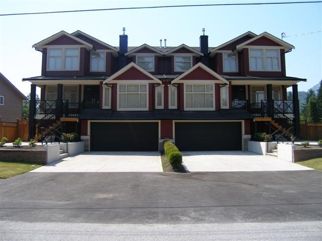 "Main Photo: 1320 ZENITH Road in Squamish: Brackendale House 1/2 Duplex for sale in ""BRACKENDALE"" : MLS® # R2066775"