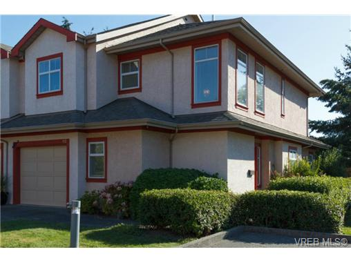 Main Photo: 112 1110 Willow Street in VICTORIA: SE Lake Hill Townhouse for sale (Saanich East)  : MLS® # 369075