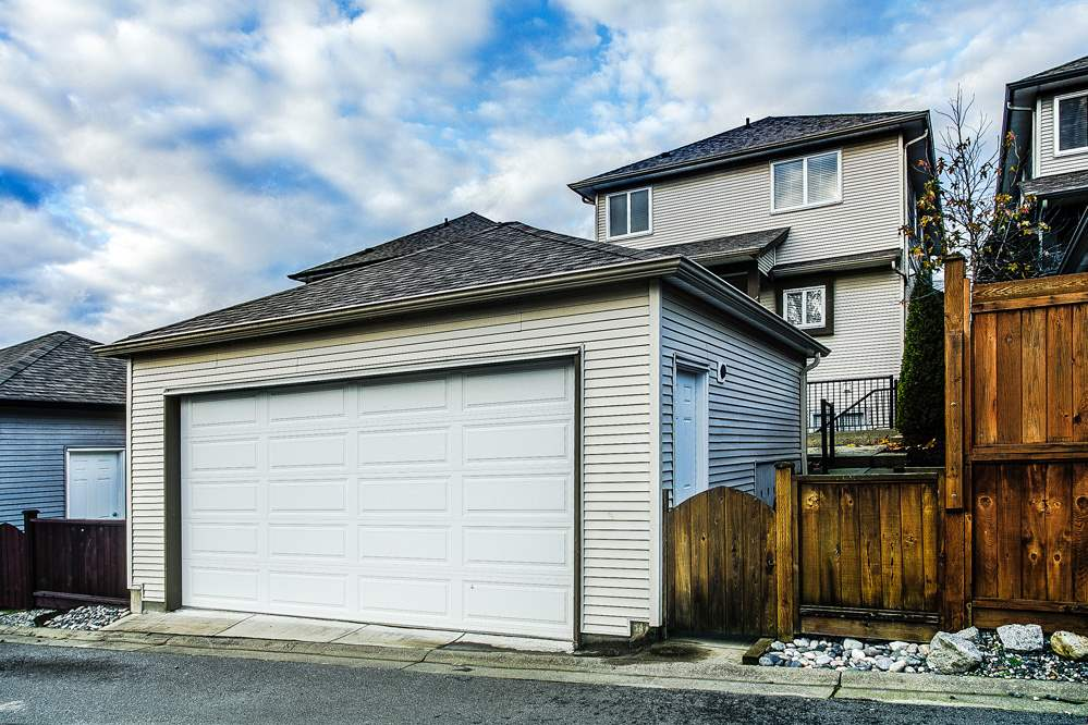 "Photo 17: 24318 102 Avenue in Maple Ridge: Albion House for sale in ""Castle Brook"" : MLS® # R2126861"