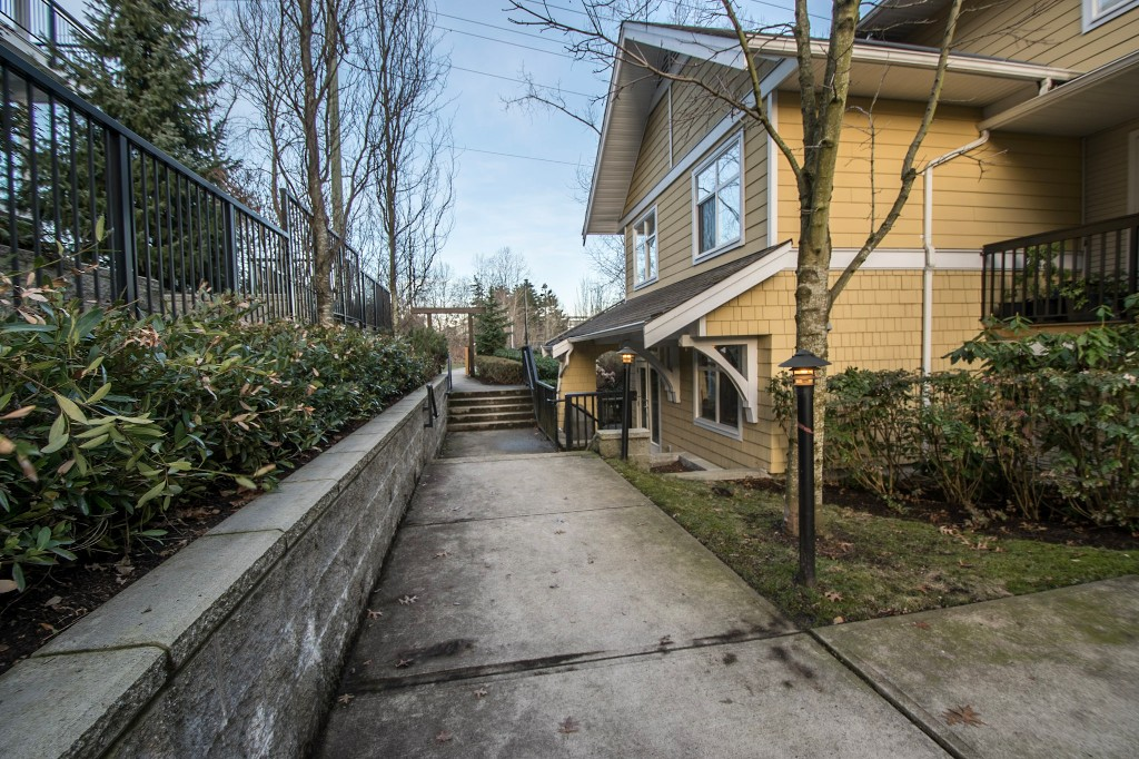 "Photo 26: 5 6878 SOUTHPOINT Drive in Burnaby: South Slope Townhouse for sale in ""CORTINA"" (Burnaby South)  : MLS® # R2143972"