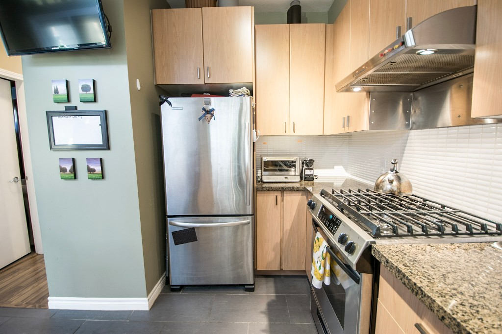 "Photo 13: 5 6878 SOUTHPOINT Drive in Burnaby: South Slope Townhouse for sale in ""CORTINA"" (Burnaby South)  : MLS® # R2143972"