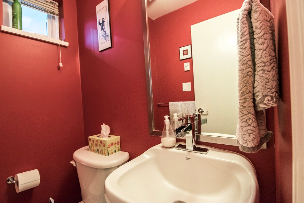 "Photo 10: 5 6878 SOUTHPOINT Drive in Burnaby: South Slope Townhouse for sale in ""CORTINA"" (Burnaby South)  : MLS® # R2143972"