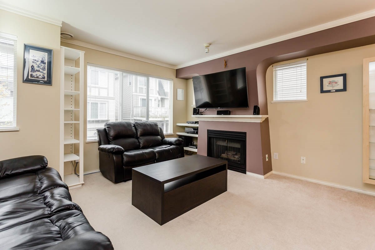 "Photo 9: 27 8775 161 Street in Surrey: Fleetwood Tynehead Townhouse for sale in ""Ballantyne"" : MLS® # R2164896"
