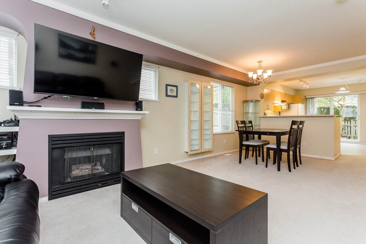 "Photo 10: 27 8775 161 Street in Surrey: Fleetwood Tynehead Townhouse for sale in ""Ballantyne"" : MLS® # R2164896"