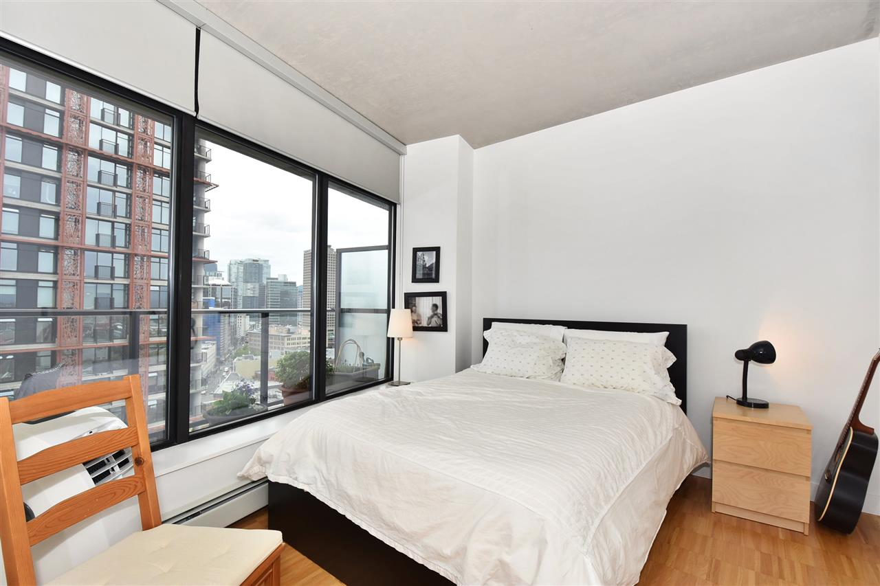 "Photo 10: 1807 108 W CORDOVA Street in Vancouver: Downtown VW Condo for sale in ""Woodwards W32"" (Vancouver West)  : MLS® # R2180524"