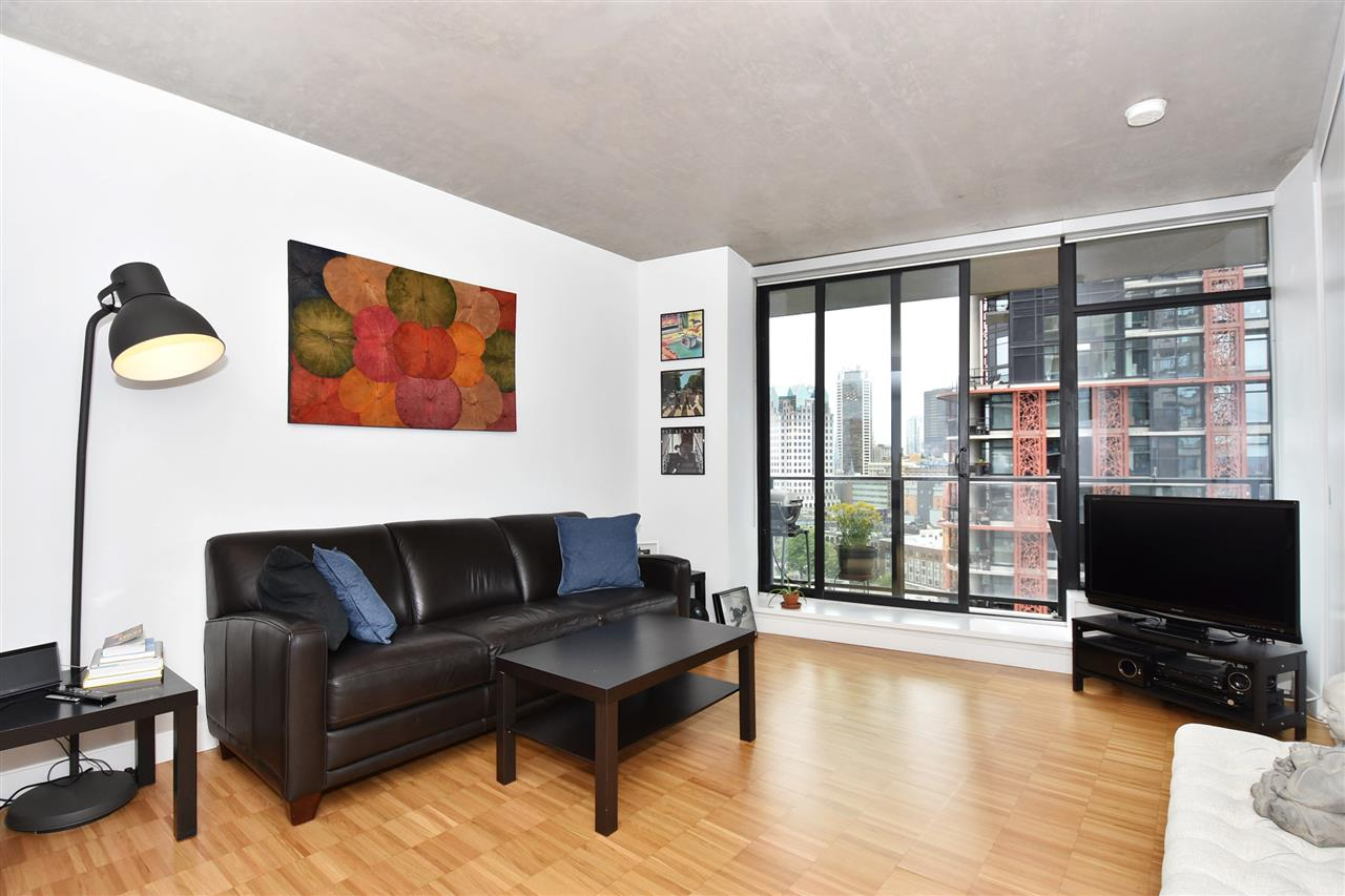 "Photo 3: 1807 108 W CORDOVA Street in Vancouver: Downtown VW Condo for sale in ""Woodwards W32"" (Vancouver West)  : MLS(r) # R2180524"