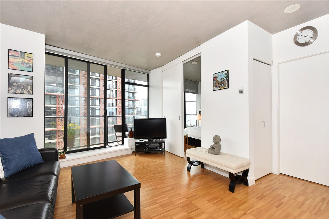 "Photo 4: 1807 108 W CORDOVA Street in Vancouver: Downtown VW Condo for sale in ""Woodwards W32"" (Vancouver West)  : MLS® # R2180524"