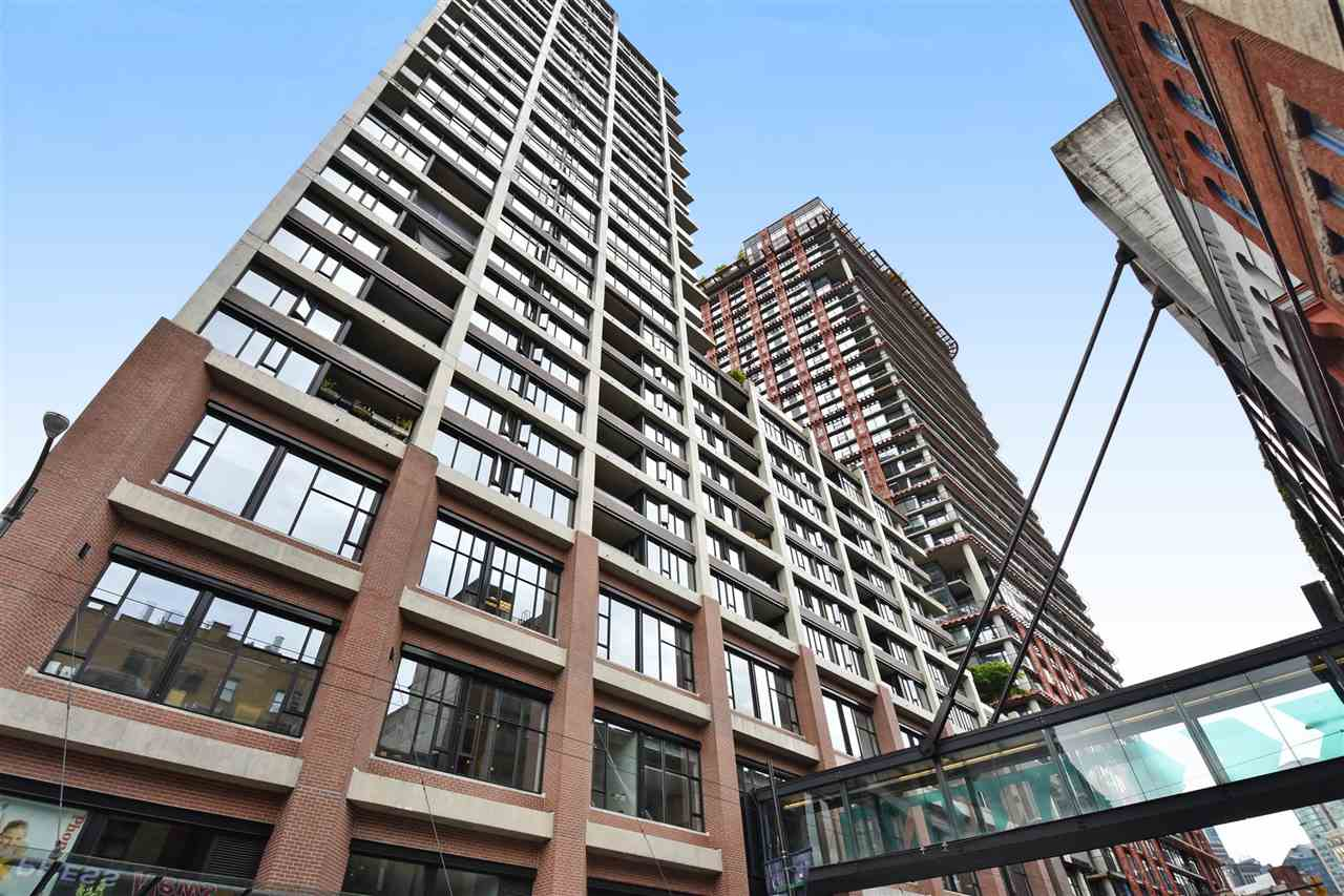 "Photo 2: 1807 108 W CORDOVA Street in Vancouver: Downtown VW Condo for sale in ""Woodwards W32"" (Vancouver West)  : MLS® # R2180524"