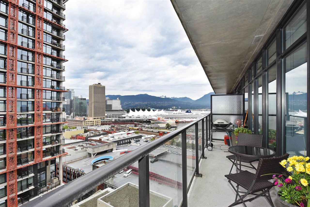 "Photo 13: 1807 108 W CORDOVA Street in Vancouver: Downtown VW Condo for sale in ""Woodwards W32"" (Vancouver West)  : MLS® # R2180524"