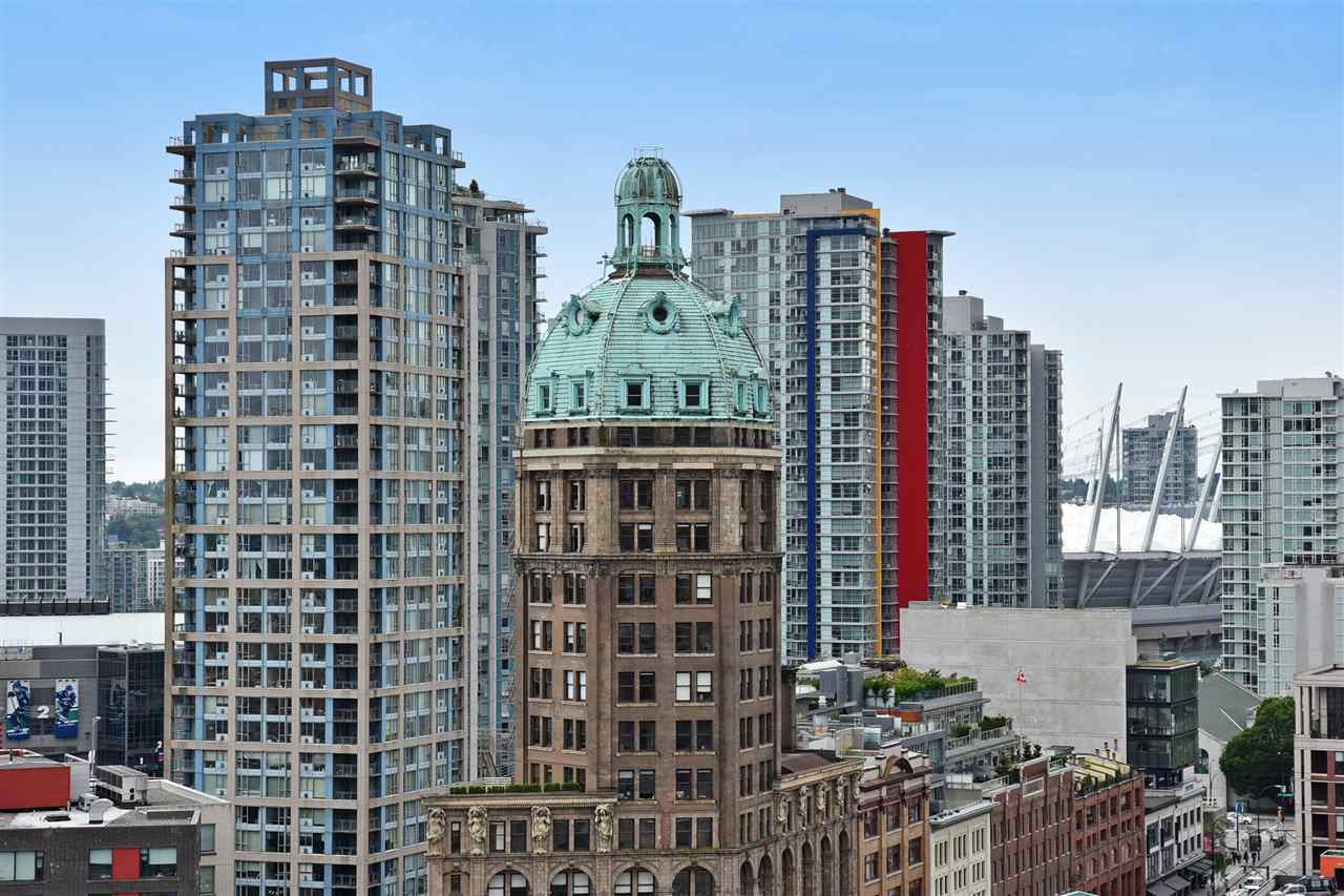 "Photo 15: 1807 108 W CORDOVA Street in Vancouver: Downtown VW Condo for sale in ""Woodwards W32"" (Vancouver West)  : MLS® # R2180524"