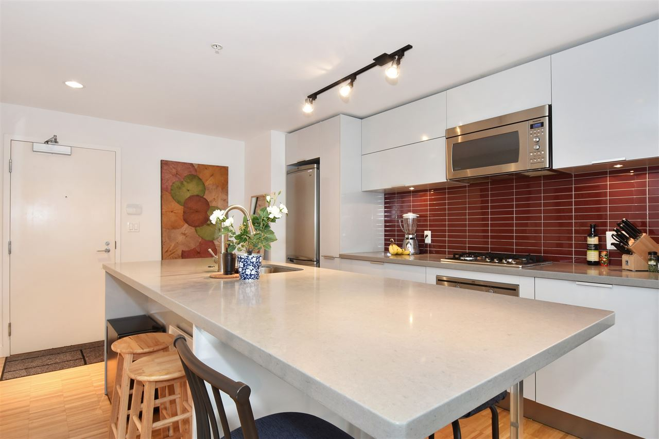 "Photo 7: 1807 108 W CORDOVA Street in Vancouver: Downtown VW Condo for sale in ""Woodwards W32"" (Vancouver West)  : MLS® # R2180524"