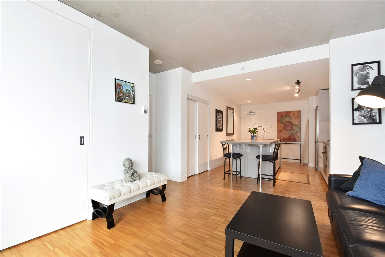"Photo 5: 1807 108 W CORDOVA Street in Vancouver: Downtown VW Condo for sale in ""Woodwards W32"" (Vancouver West)  : MLS® # R2180524"