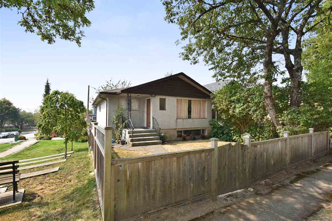 "Main Photo: 5325 ELGIN Street in Vancouver: Fraser VE House for sale in ""Kensington"" (Vancouver East)  : MLS® # R2196828"
