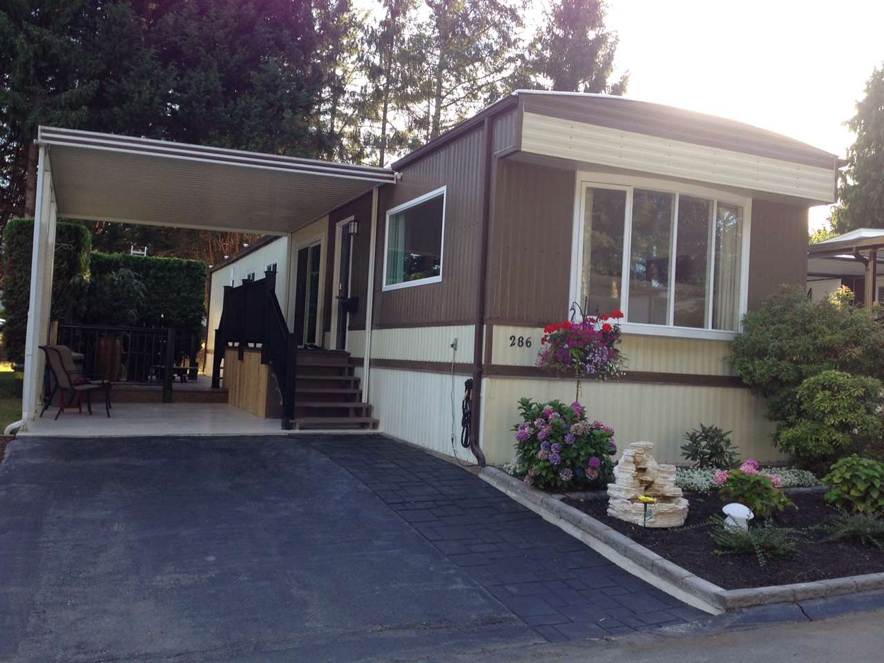 "Main Photo: 286 1840 160 Street in Surrey: King George Corridor Manufactured Home for sale in ""Breakaway Bays"" (South Surrey White Rock)  : MLS® # R2197589"