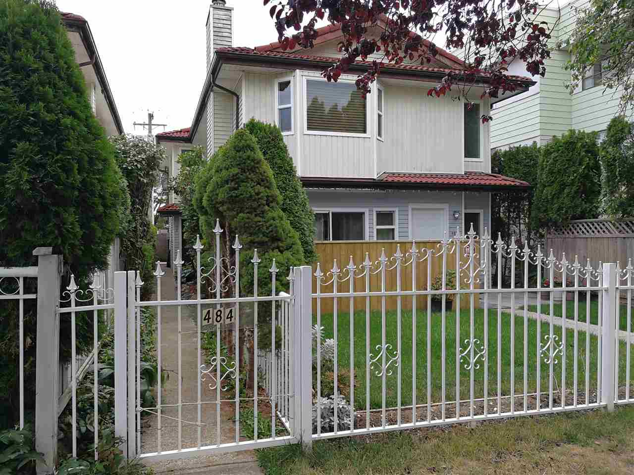 Main Photo: 484 E 43RD Avenue in Vancouver: Fraser VE House 1/2 Duplex for sale (Vancouver East)  : MLS® # R2207834