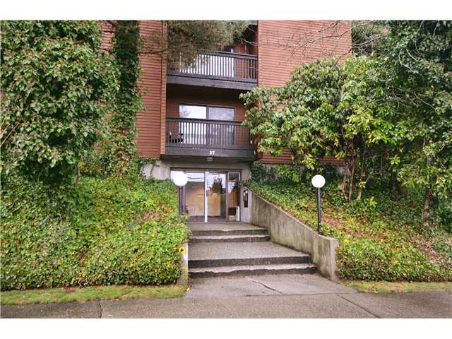 "Main Photo: 104 37 AGNES Street in New Westminster: Downtown NW Condo for sale in ""AGNES COURT"" : MLS(r) # V927022"