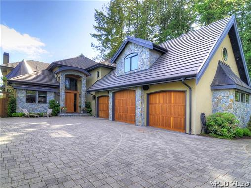 Main Photo: 1035 Loch Glen Place in VICTORIA: La Glen Lake Residential for sale (Langford)  : MLS® # 313438