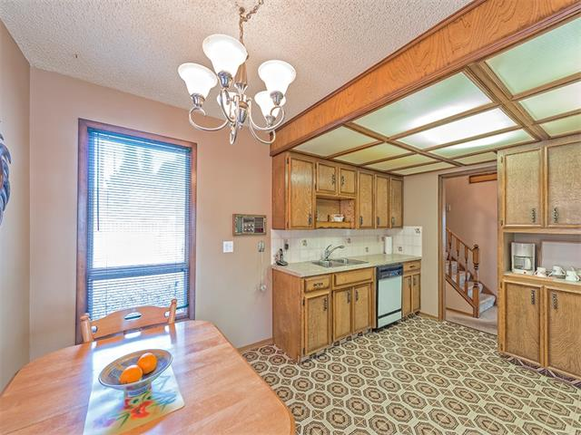 Photo 9: 16 HAWKWOOD Crescent NW in Calgary: Hawkwood House  : MLS® # C4010169
