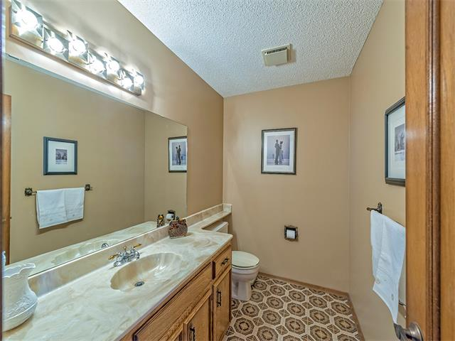 Photo 13: 16 HAWKWOOD Crescent NW in Calgary: Hawkwood House  : MLS® # C4010169