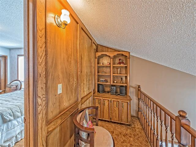Photo 18: 16 HAWKWOOD Crescent NW in Calgary: Hawkwood House  : MLS® # C4010169