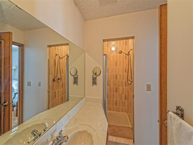 Photo 19: 16 HAWKWOOD Crescent NW in Calgary: Hawkwood House  : MLS® # C4010169