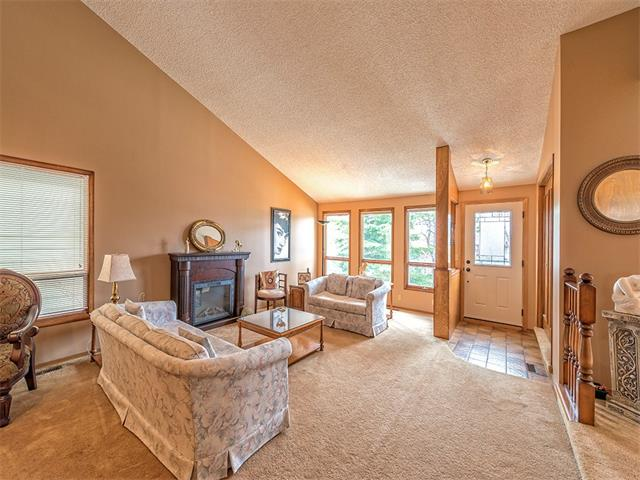 Photo 5: 16 HAWKWOOD Crescent NW in Calgary: Hawkwood House  : MLS® # C4010169