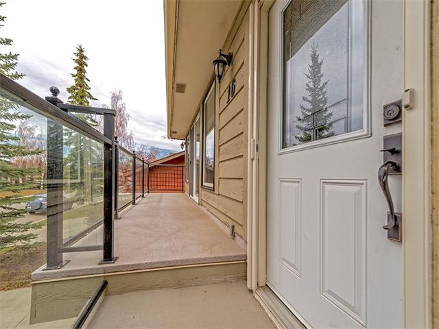 Photo 2: 16 HAWKWOOD Crescent NW in Calgary: Hawkwood House  : MLS® # C4010169